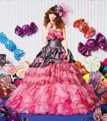 ヤナゲン大垣本店/ヤナゲン:写真2:美しいシルエットの細部にまでこだわったドレスや個性的なデザインまで豊富に揃う。