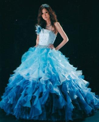 ヤナゲン大垣本店/ヤナゲン:写真3:個性的でゴージャスなドレス。