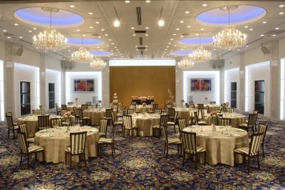 大垣フォーラムホテル/オオガキフォーラムホテル:写真6:息をのむ感動の空間[IBUKI] シャンデリアの輝きとドラマティックな映像でおもてなし